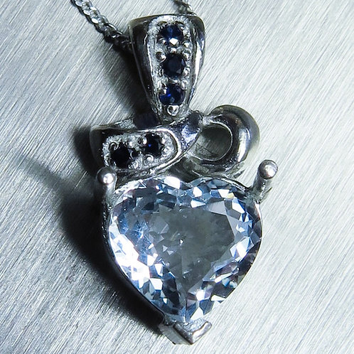 1.65ct Natural Light Blue Aquamarine Silver / Gold / Platinum pendant on chain