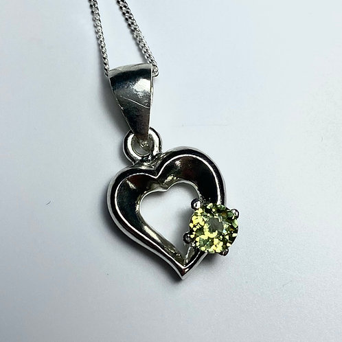 0.4cts Natural demantoid garnet 925 Silver / Gold / Platinum pendant