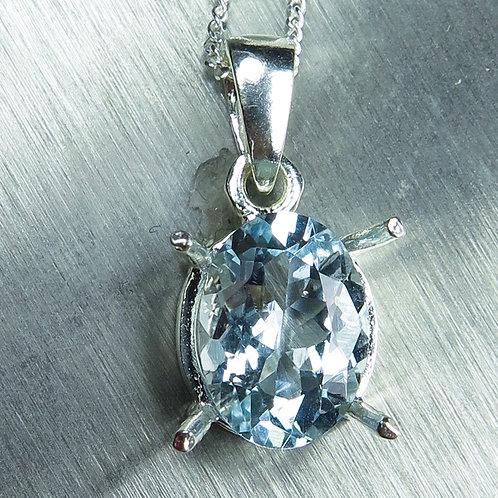 1.85ct Natural Light Blue Aquamarin 925 Silver / Gold / Platinum pendant on chai