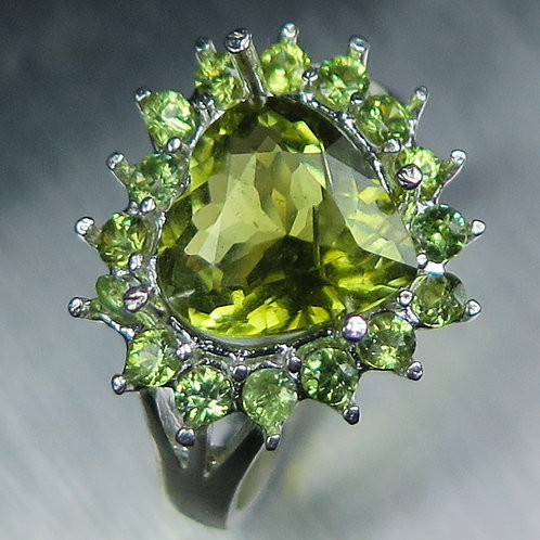 Natural chartreuse Apple Green Tourmaline 925 Silver / Gold/ Platinum heart ring