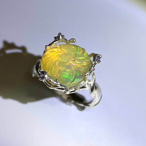 3.25cts Natural Carved multi-colour Welo Opal Silver / Gold / Platinum r