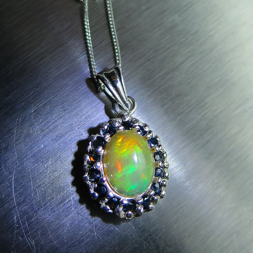 1.60ct Natural Rainbow Welo Opal Silver / Gold / Platinum pendant