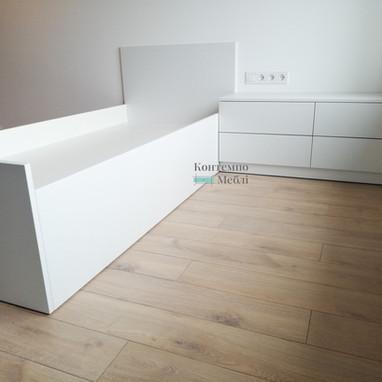 Білі меблі у спальню