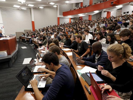 Comment survivre à un amphi bondé en fac de droit ?