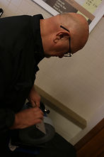 Sharpener Sharpening on a wet grinder