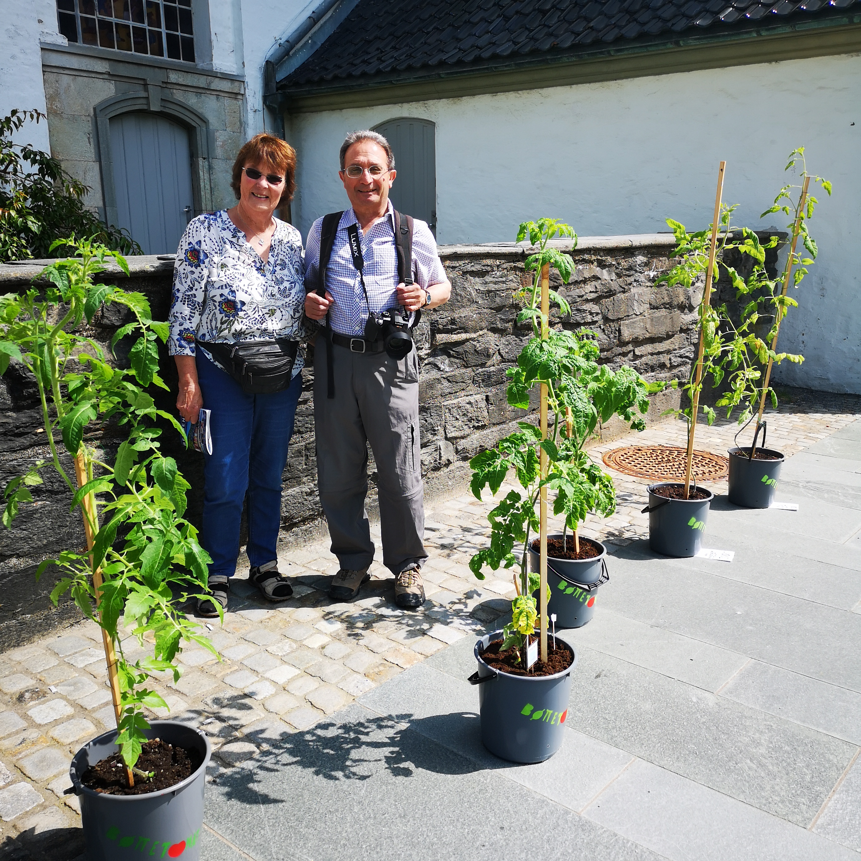 Han her hadde historier om gode tomatfrø de selv hadde hjemme i hagen England.