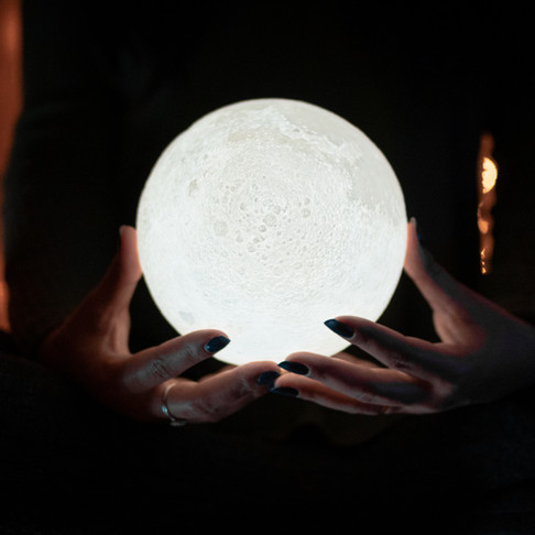 How to Use the Lunar Cycles to Set Powerful Intentions and Manifest Your Dreams