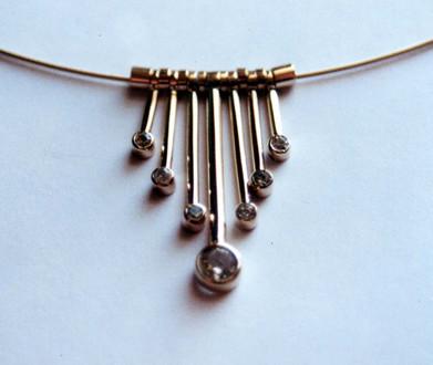 gold necklet