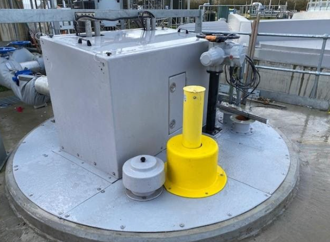 The GRP de-sludge chamber cover replaced GMS open mesh decking to create an odour seal.  The cover incorporated a large hatch to allow the deployment of the submersible pumps.  The cover was designed to fit around existing penstocks, valves and davit socket.