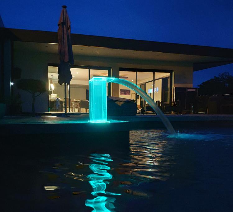 Cascade Demi Cube Acrylique LED Hauteur