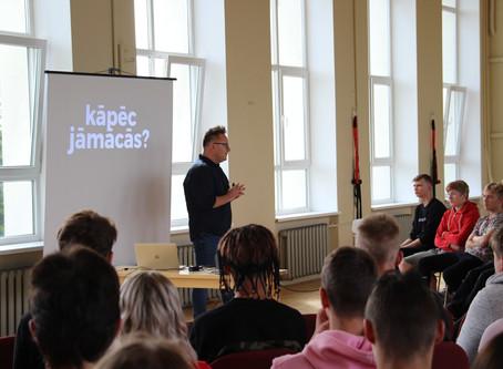 Ar iedvesmojošu lekciju viesojas Jānis Palkavnieks
