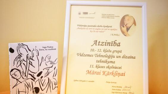 Māra Kārkliņa iegūst Atzinības rakstu Robertam Mūkam veltītā jaunrades konkursā