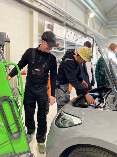 VTDT automašīnu diagnostikas centram ir iegādātās divas jaunās VW automašīnas