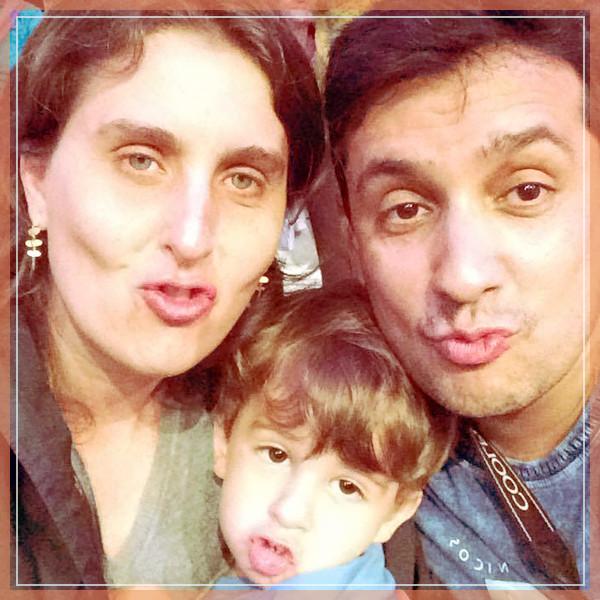 foto: Susana, Bernardo e Odilon me mandando um beijo                                                            diretamente do Show de Natal em Gramado!