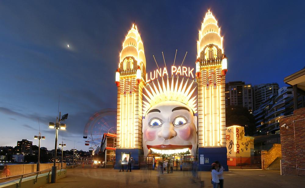 Luna Paark Entrance