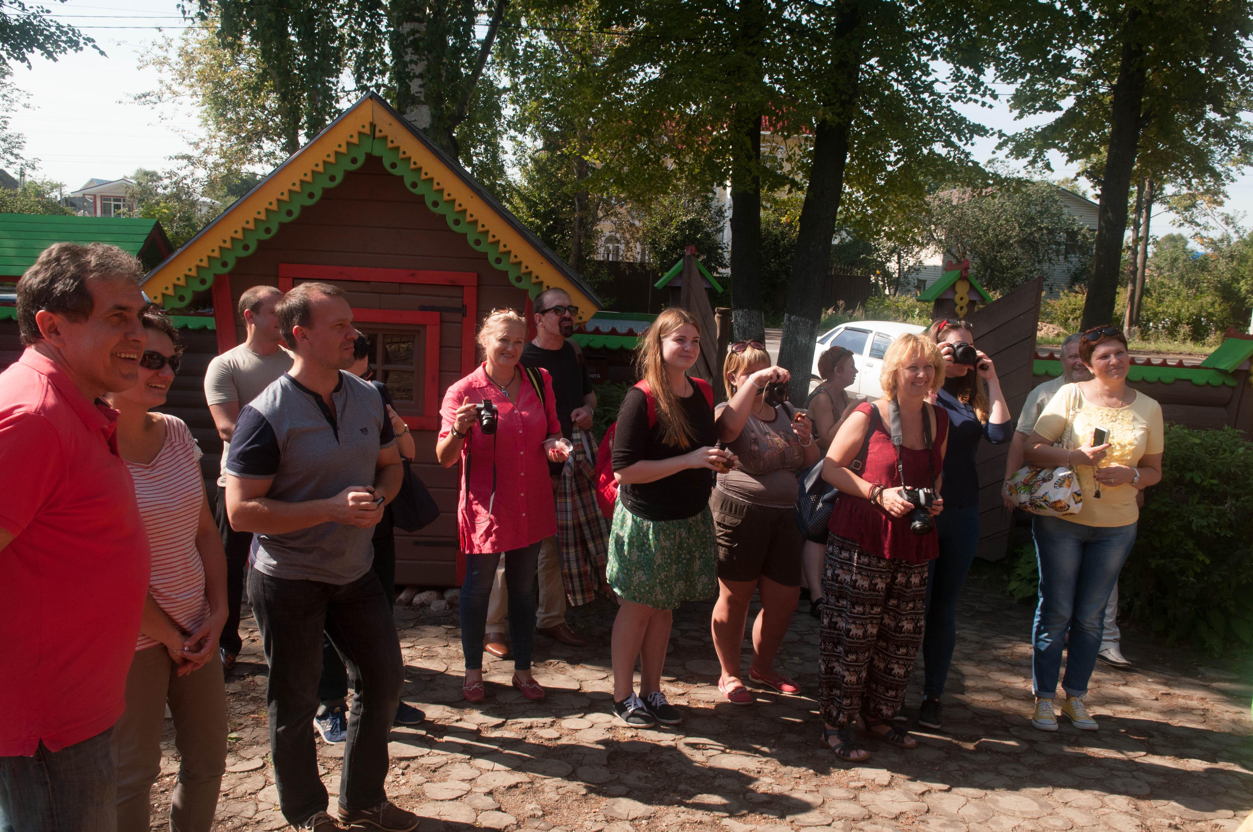 Журналисты прибыли в Дом Берендея