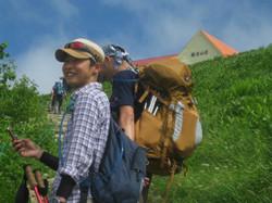 つつみ慶 山へ登る