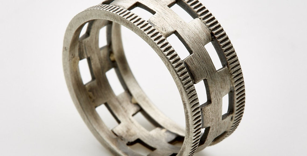 Estrako Silver Ring