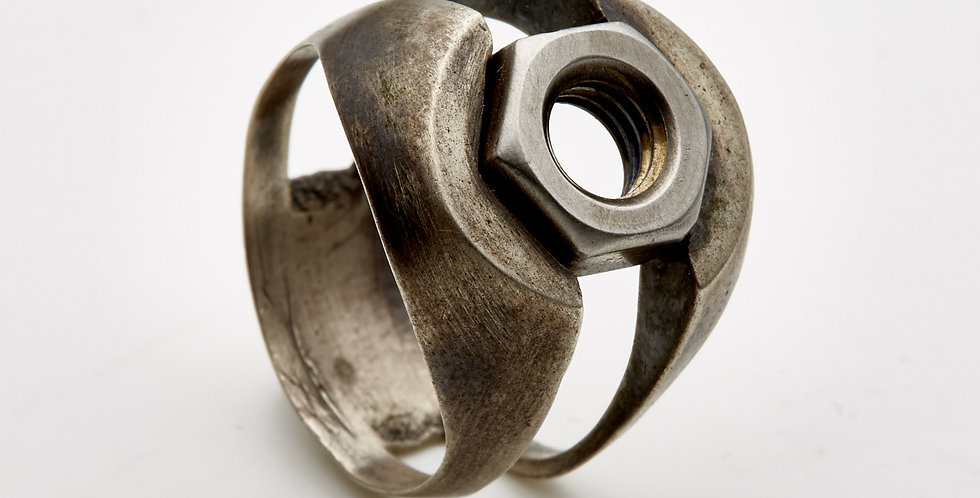 Open Nut S-Silver-Signet-Ring