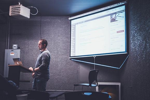 5 critères pour l'équipement d'un vidéoprojecteur pour salle de réunion