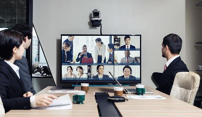 4 kits de visioconférence avec équipements de réunion intégrés