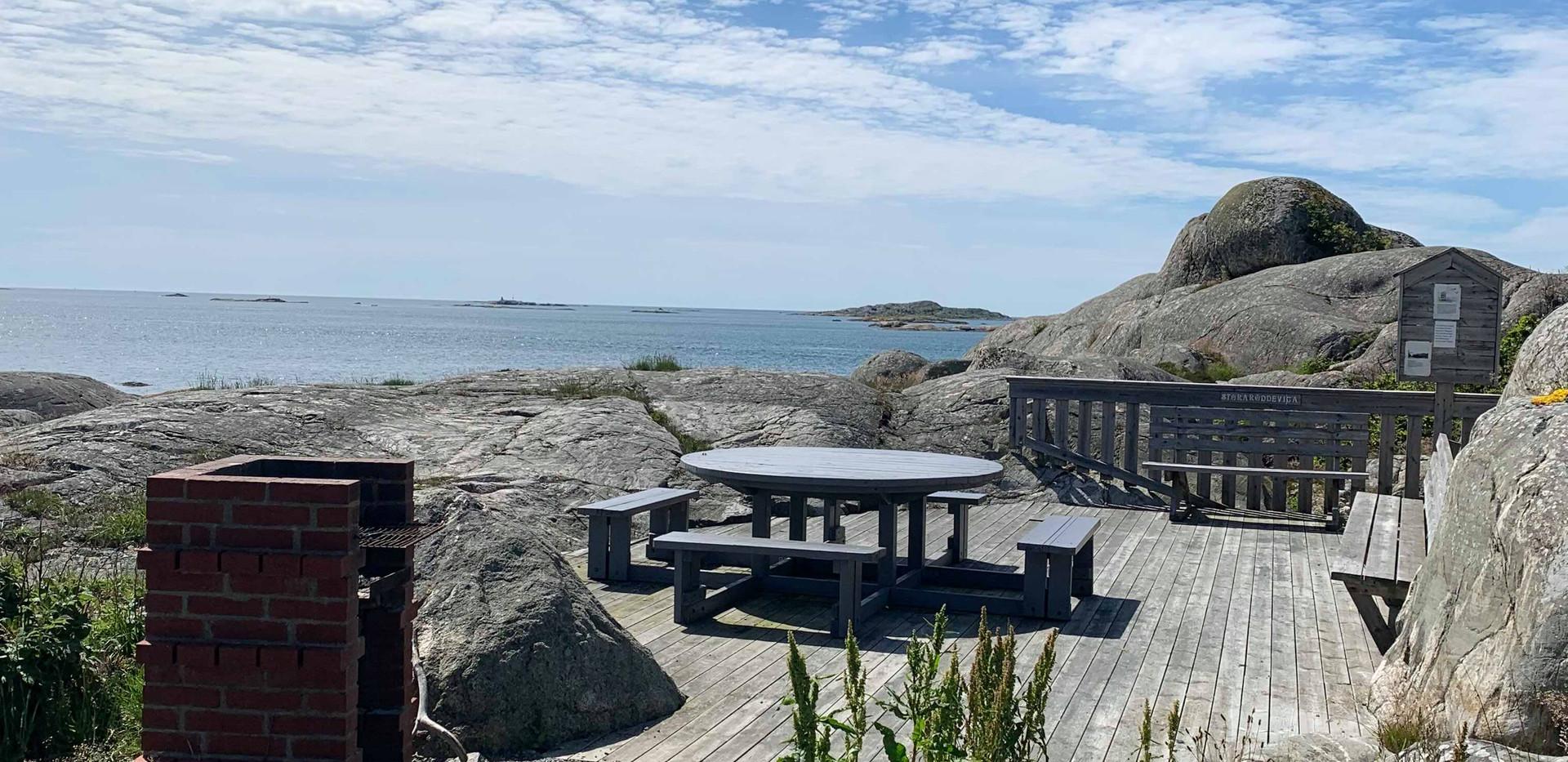 Grillplatsen bredvid Röddevigas badplats.