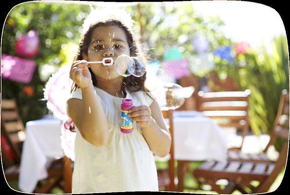 niña_con_burbujas.jpg
