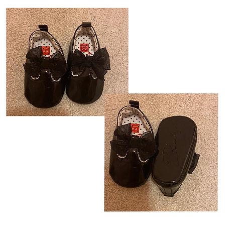 Baby 0/6m black patent Pram shoes
