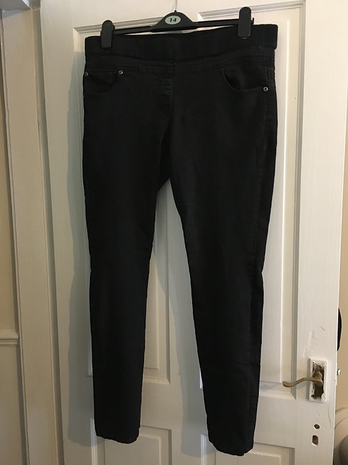 Maternity jeans in black Dorthy Perkins  Size 14