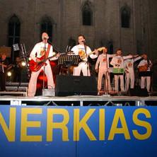 Nerkias sul palco in piazza del Popolo ad Ascoli Piceno