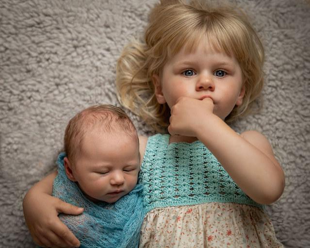 nyfødtfotografering oslo, newborn, familie, søsken
