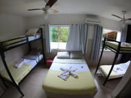 Suíte 6 pessoas 1 cama de casal e 2 beliches