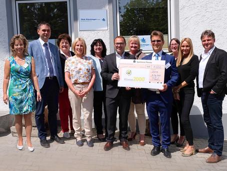 "Eröffnungsfeier - Firma TGA Plöchinger spendet 1.000 Euro zugunsten der ""Klasse 2000-Schüler"""