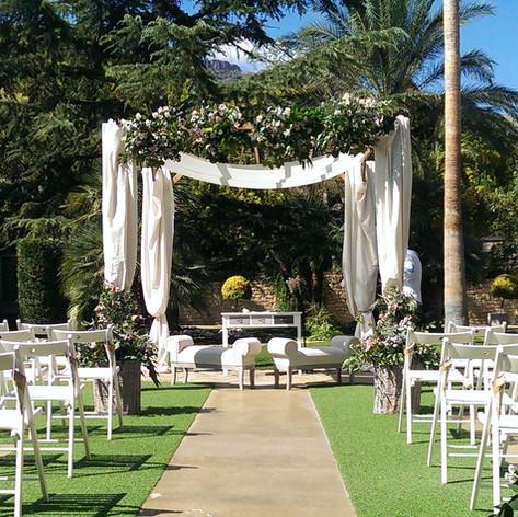 Ceremonia civil celebrada en los jardine