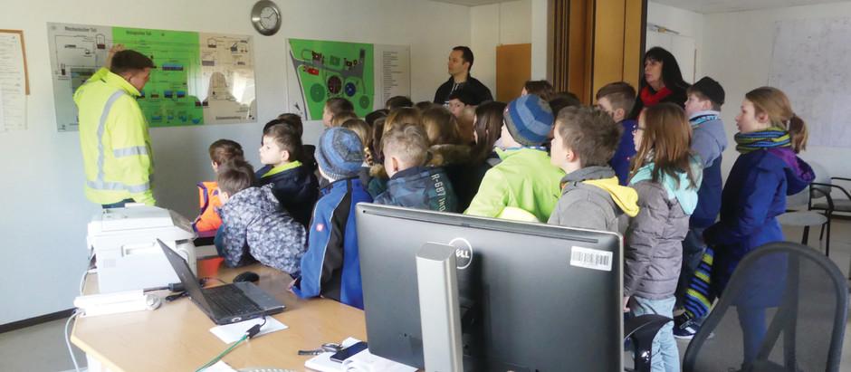 Tag des Wassers 2019: Schüler der Grundschule Schönau-Berzdorf bei den Stadtwerken zu Besuch