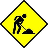placa de sinalização indicando obras