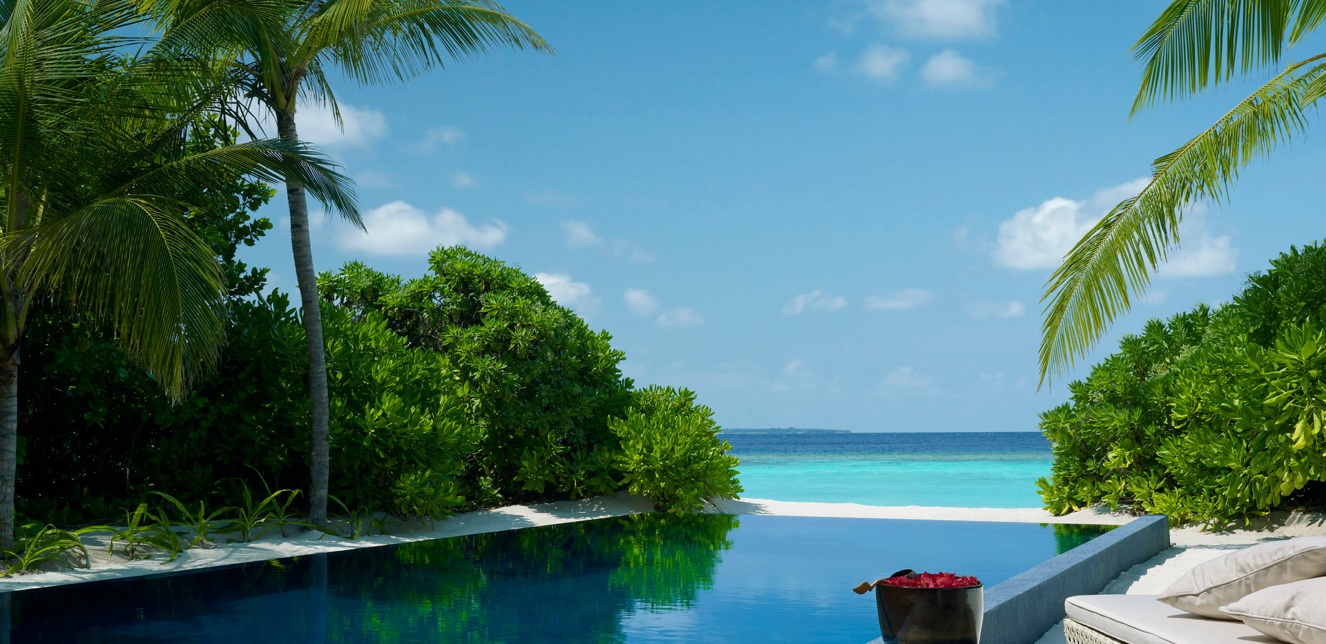 DTMD_Beach residence pool 02.jpg