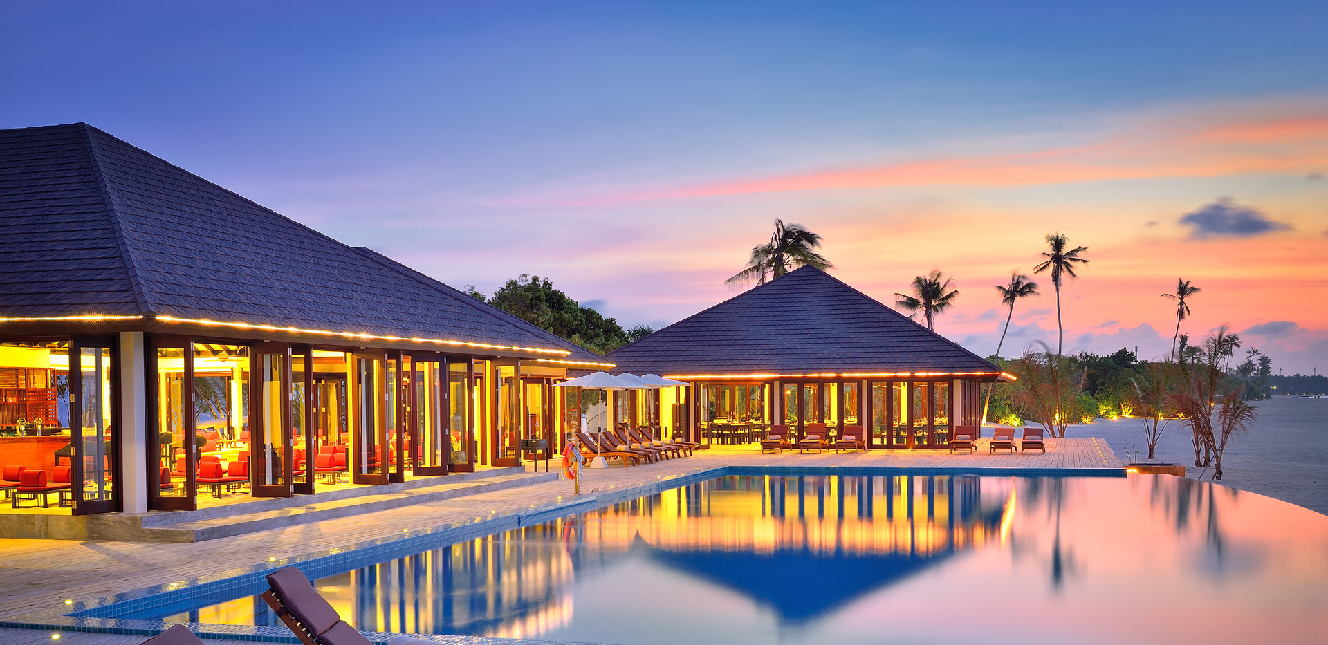 THE SUNSET - EXTERIOR VIEW WITH POOL DEC
