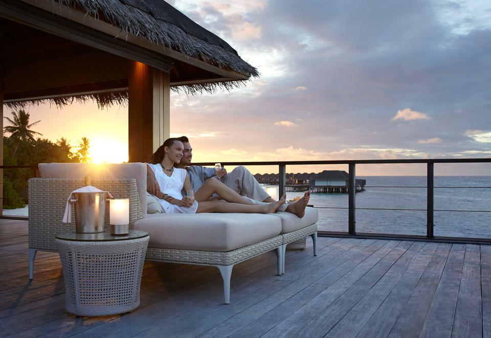 dusit-thani-maldives_dining_sala-bar-wit