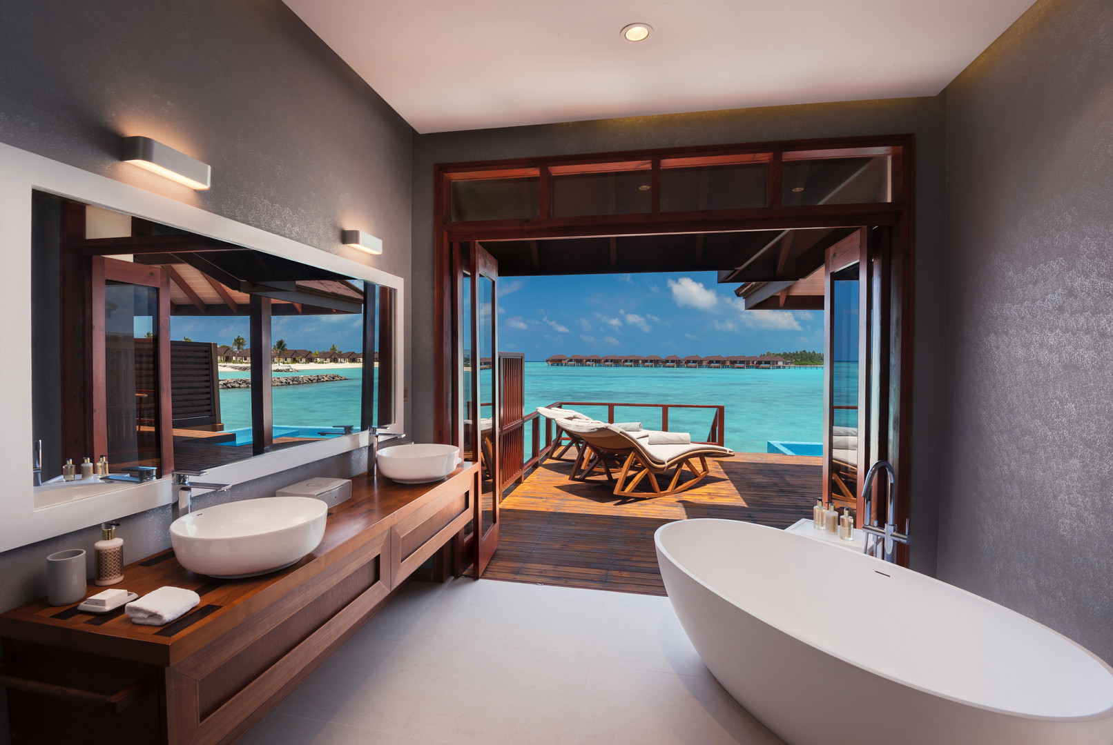 Water-Villa-with-Pool---Bathroom-View---