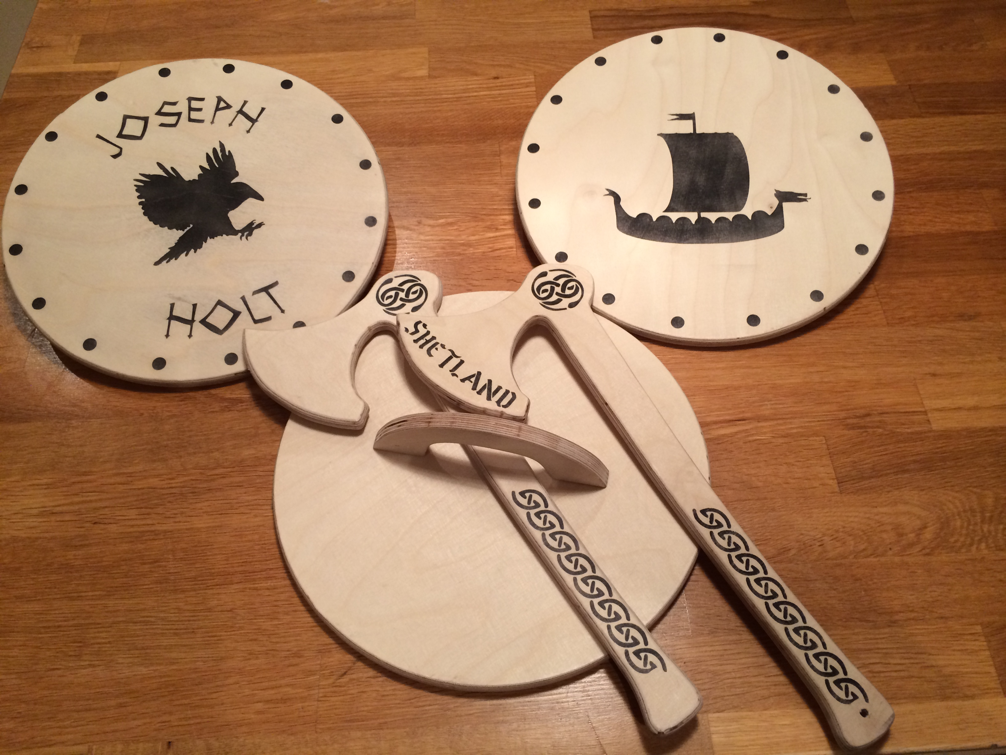 'Peerie Yarl' Axe and Shield Set