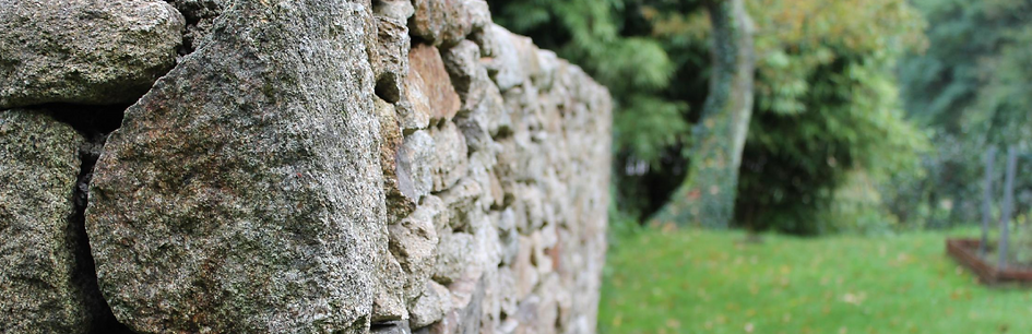 Desdouets Brico Illico Morbihan travail pierre sèche extérieur jardin travaux bâtiment