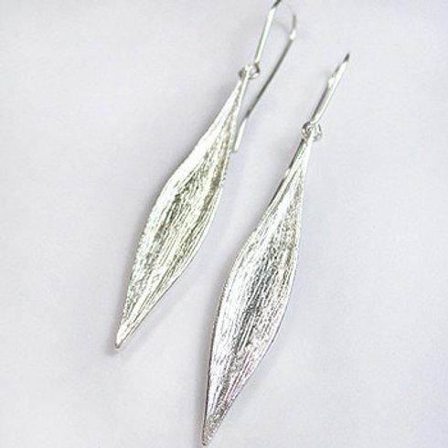 Karohirohi  Earrings by Kiri Schumacher