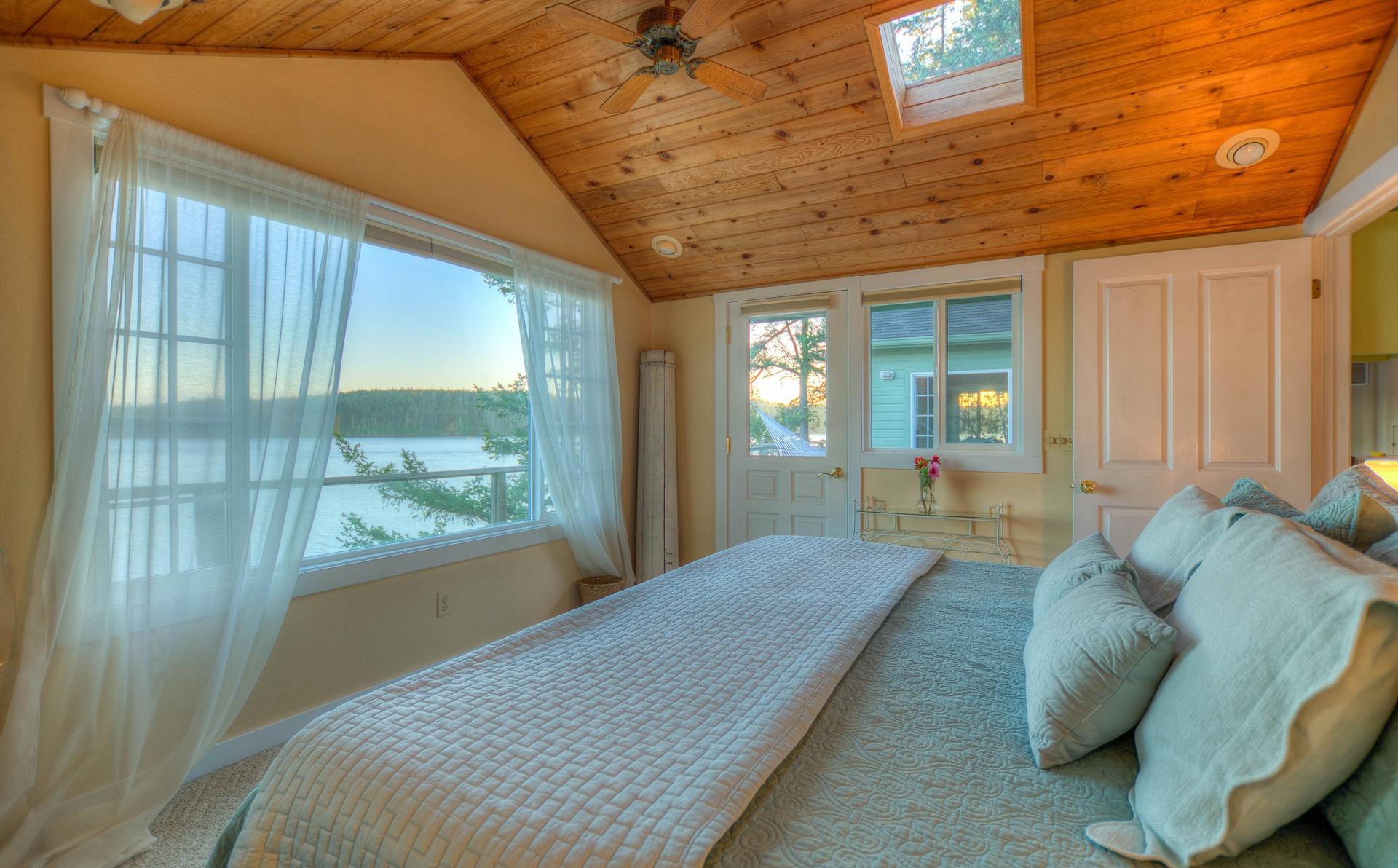 Mariner's Dream Cottage Bedroom (R)