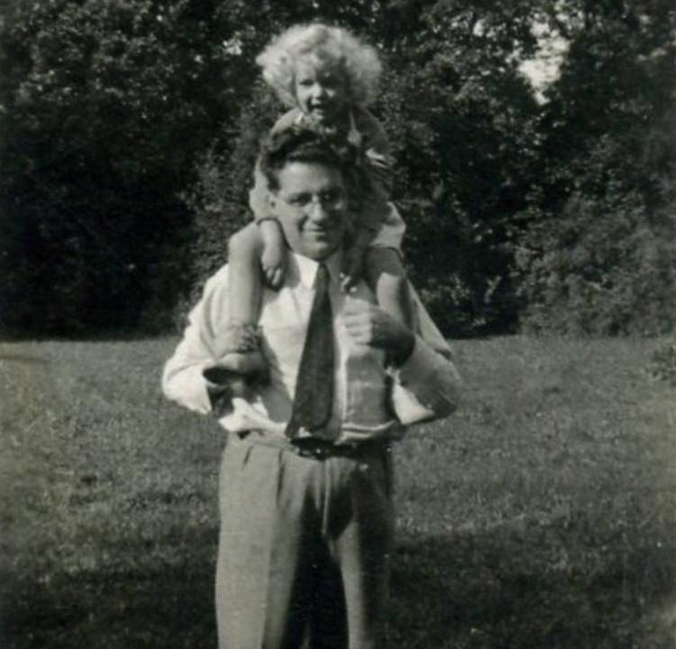 עם בתו אלדעה 1934