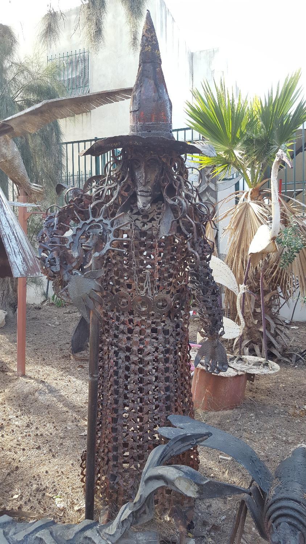 פסל בגן הפסלים של יומה שגב בגדרה
