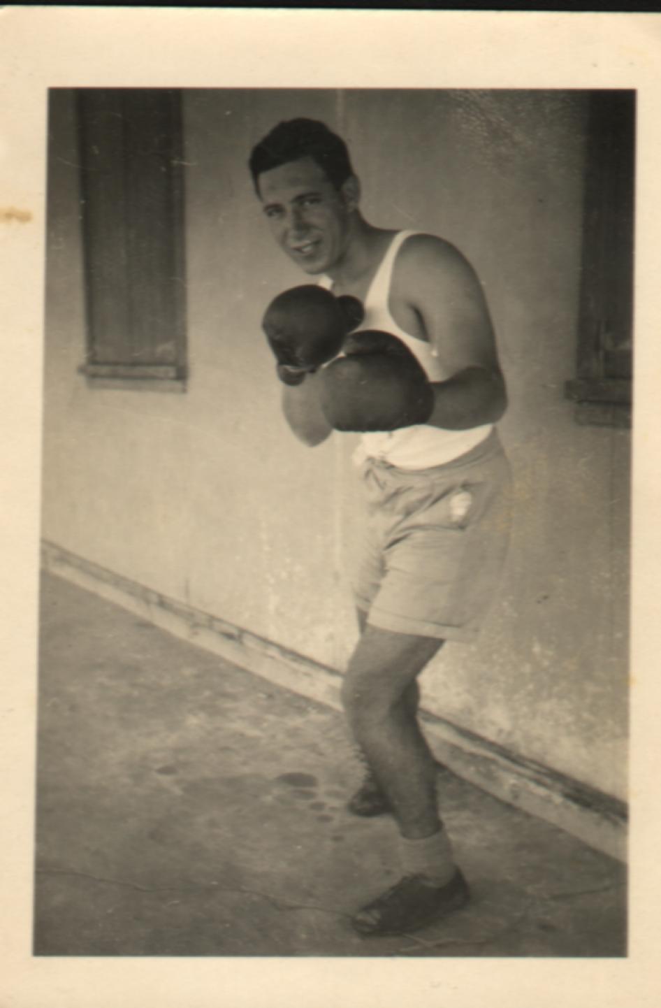ראובן מתאמן באיגרוף
