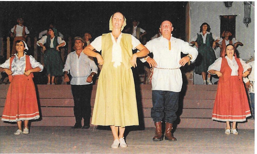 תמר (במרכז התמונה) בחגיגות מאה שנה לגדרה