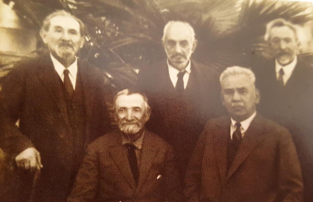 """מינץ וחבריו הביל""""ויים: עומדים ליבוביץ, סברדלוב , פוקס. יושבים  מינץ והורביץ"""