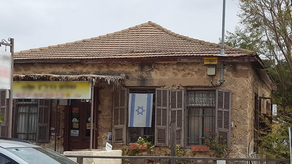 בית עתיק בנוי אבני כורכר ברחוב סברדלוב